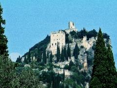 Castello di Arco visto dal basso